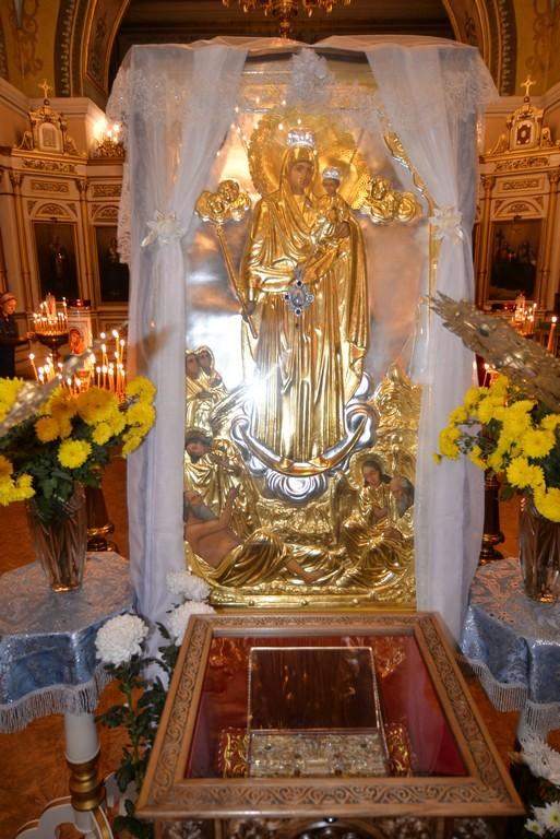 Из Херсона увезли пояс Богородицы: в кафедральном соборе состоялись проводы святыни