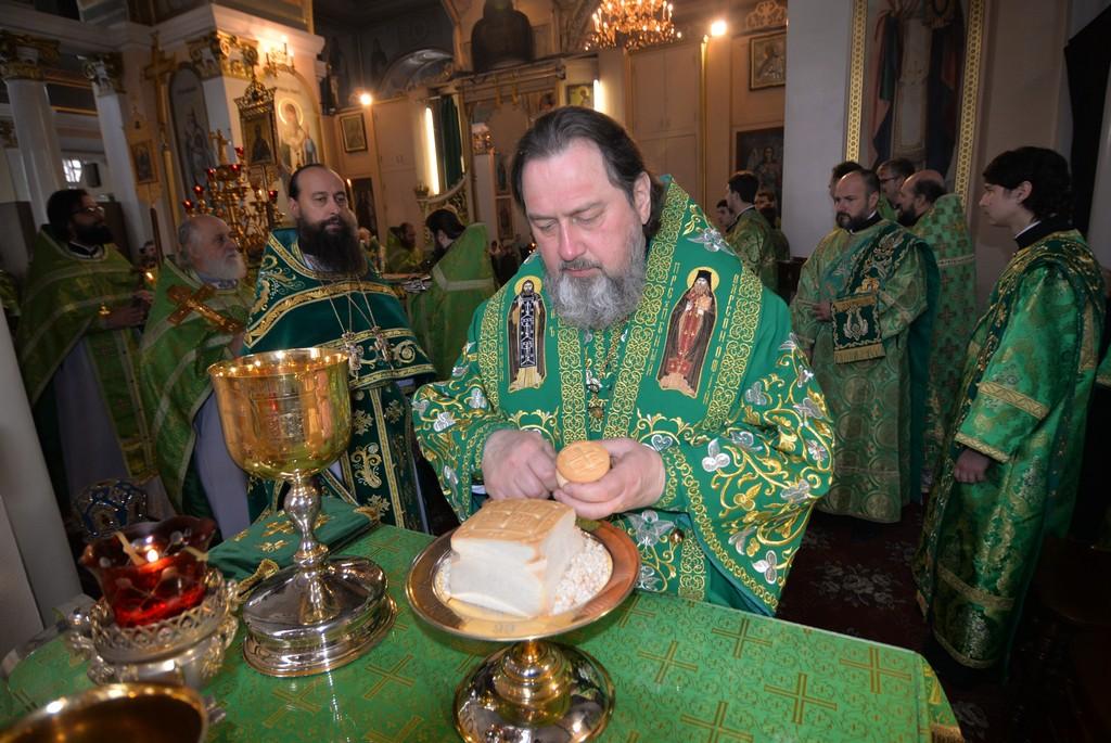 В Херсон приезжал митрополит Уманский: помолился и принял участие в крестном ходе